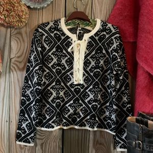 🎁 Absolutely adorable black & ivory sweater NWT